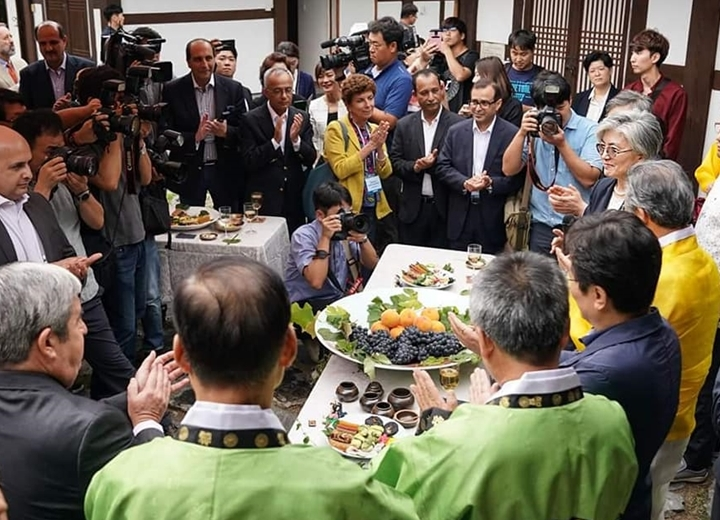 FM visits Jeonju with Diplomatic Corps in the ROK