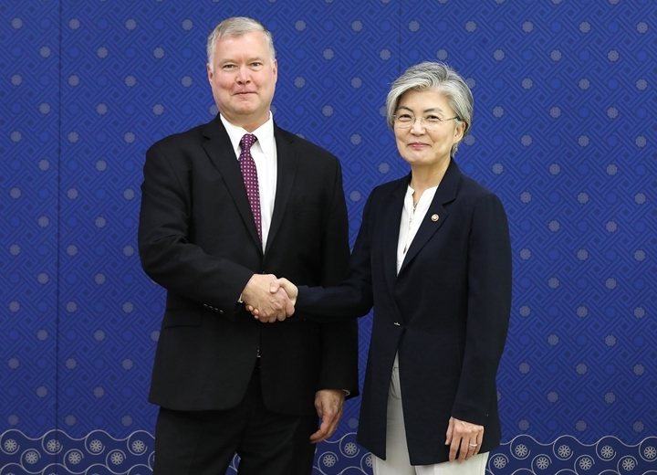 Foreign Minister Meets with US Special Representative for North Korea Biegun