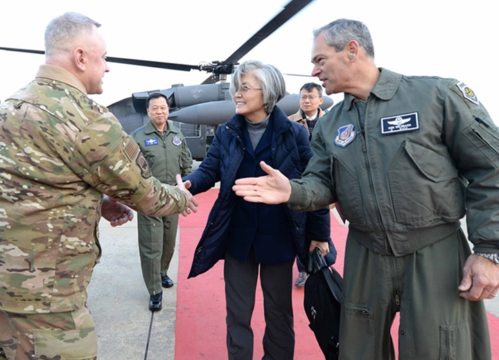 FM Visits Osan Air Base to Encourage ROK and U.S. Service Members Toward Year's End