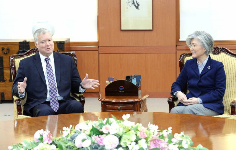 FM Meets with US Special Representative for North Korea