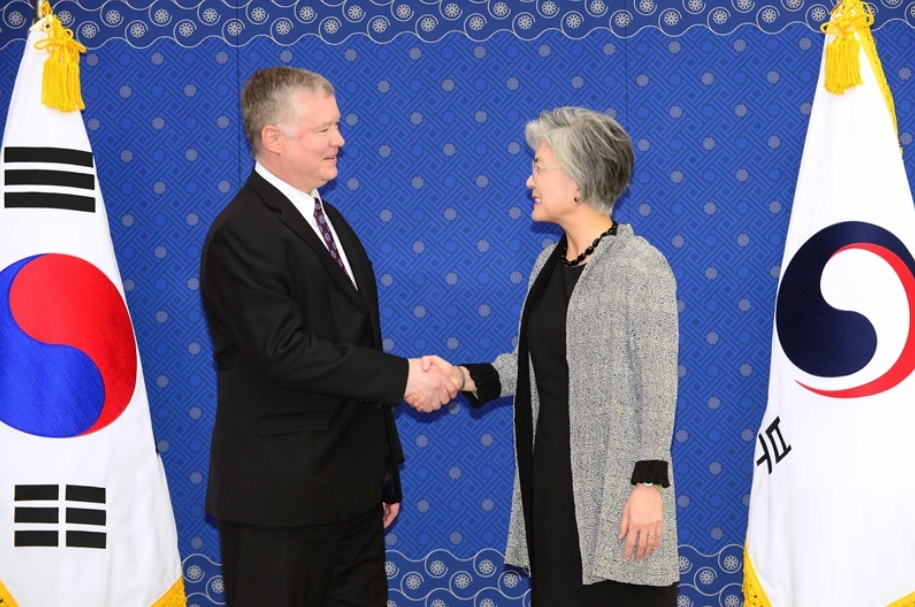 FM Meets with US Special Representative for North Korea Biegun (5.10)