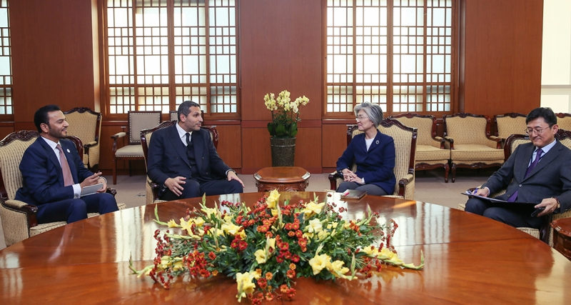 Foreign Minister Meets with Chairman of Abu Dhabi Executive Affairs Authority Khaldoon