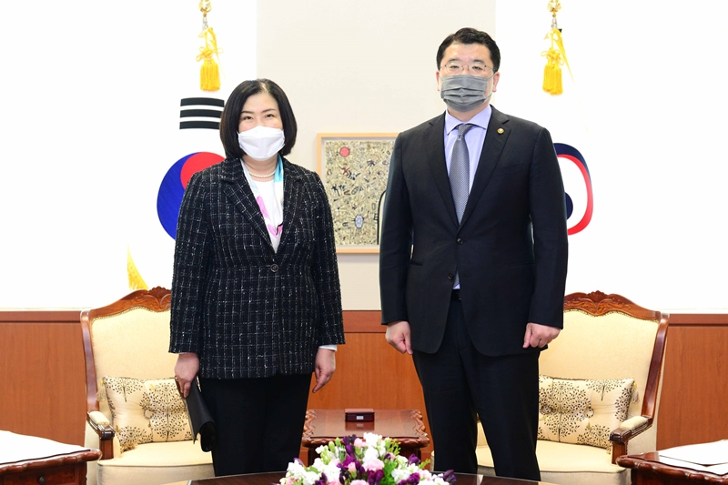 Vice Minister of Foreign Affairs Choi Jong Kun Meets with New Mongolian Ambassador to Korea