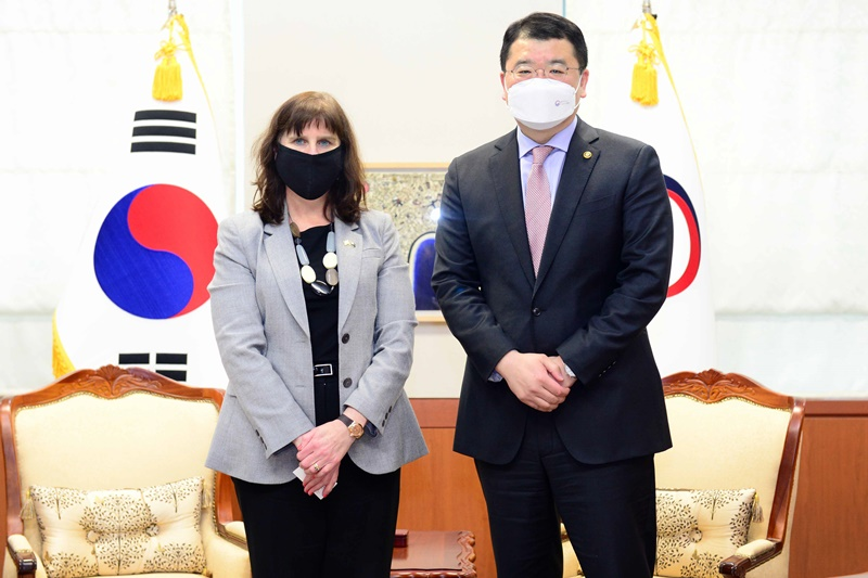 Vice Minister of Foreign Affairs Choi Jong Kun Meets with New Ambassador of Australia to Korea