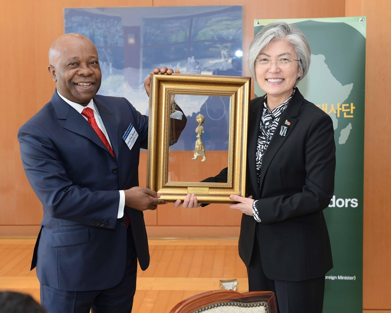 FM Hosts Luncheon for African Ambassadors to ROK
